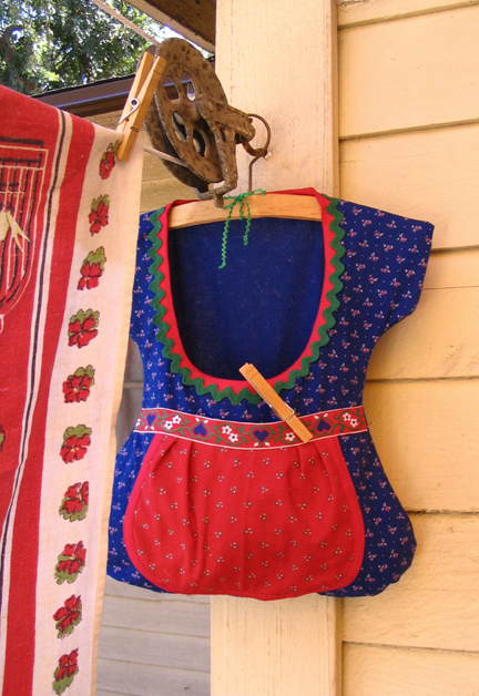 knick knacks & ric rac  » Blog Archive   » dirndl clothespin bag
